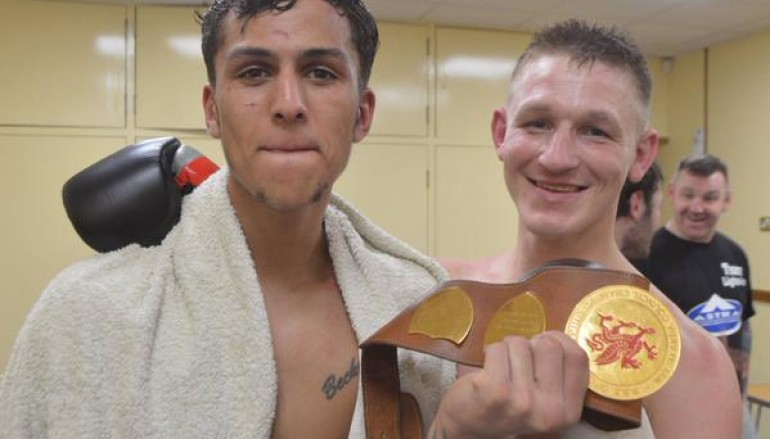 Barrie Jones raids Jerome Samuels to reclaim Welsh title