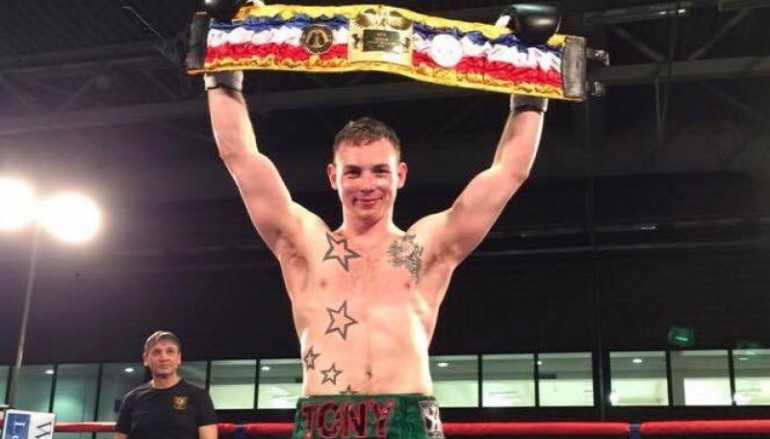 Dixon demolishes Toms in a round to win first belt