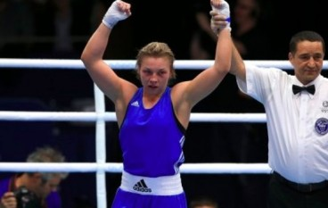 Lauren Price makes history in Glasgow