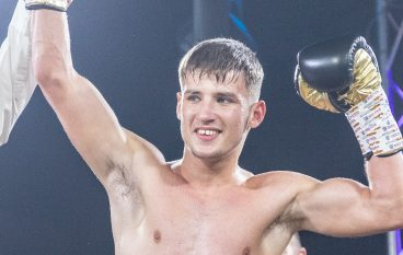 Rhys Edwards steps up in style to see-off Johnny Phillips