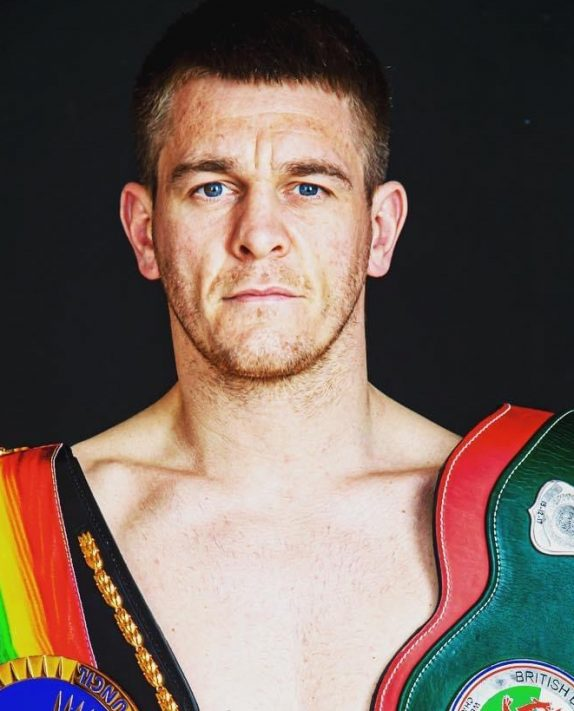'Old school' Gavin Gwynne gives up work to focus fully on boxing
