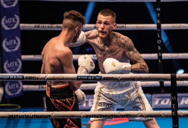 Craig Woodruff comes close against clever Gary Cully who wins on points